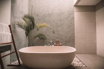 Badeinrichtung nach Feng Shui: Wellness für die Sinne (Foto: Jared Rice, Unsplash.com)