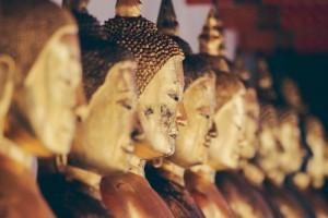 Buddha Figuren (Foto: Alexandre Chambon, unsplash.com)